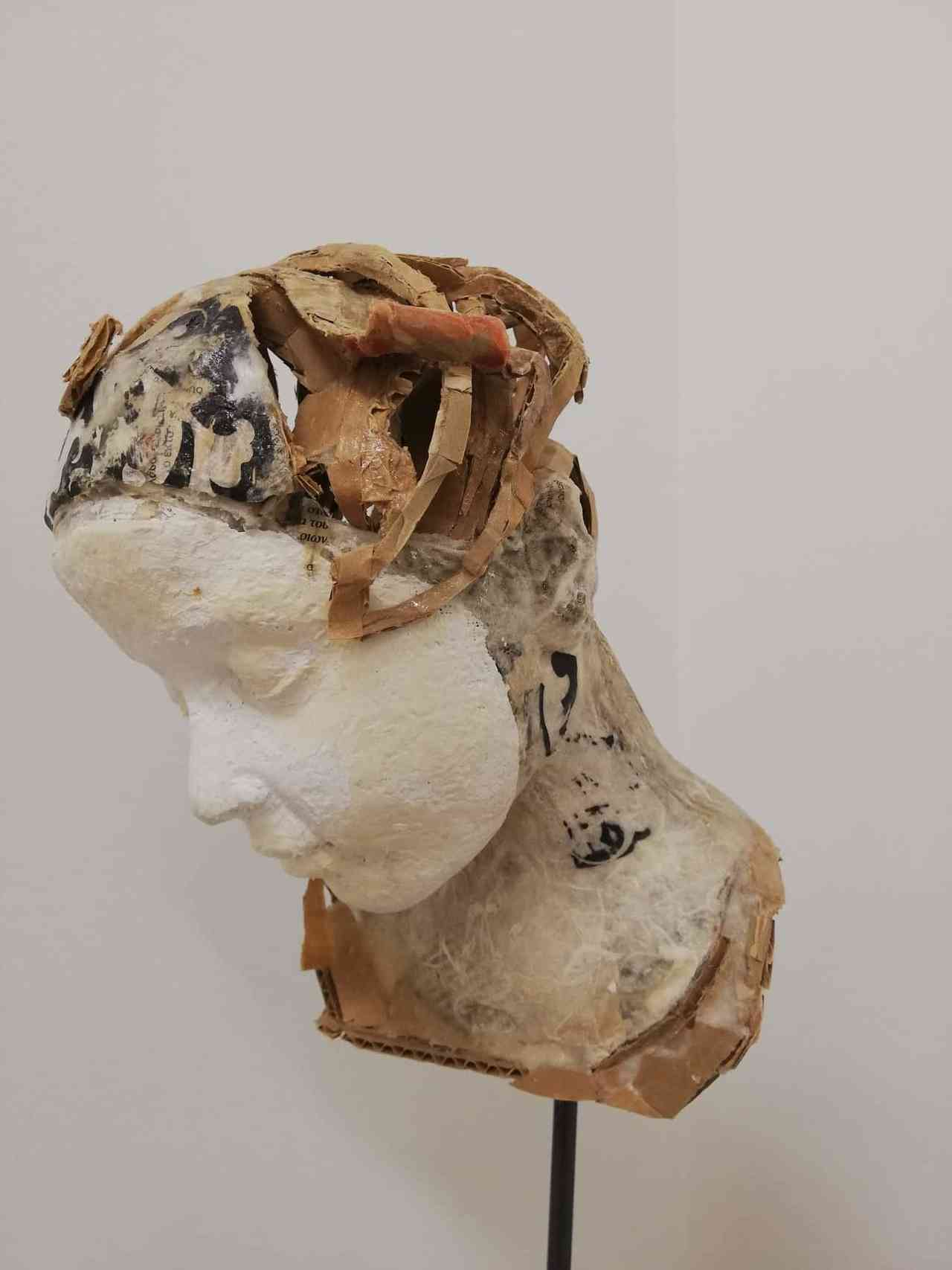 Valli Nomidou, Face with mask, 20.5x25x29 cm, mixed media
